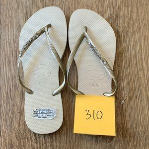 Havaianas, 41-42,tan, gold thin strap w/jewels,new